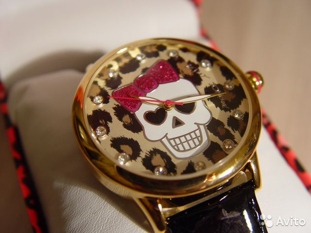 Часы Betsey Johnson Skull— фотография №1