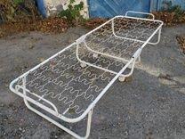 Кровать металлическая на колёсах б/у — Мебель и интерьер в Геленджике